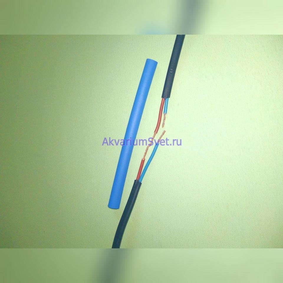 Зачищаем концы провода и надеваем на провод широкую термоусадочную трубку.
